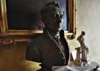 Buste de Jean-Pons-Guillaume Viennet, Biterrois membre de l'Académie française (1777-1868)